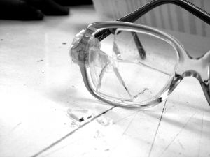 379465_broken_glasses_2
